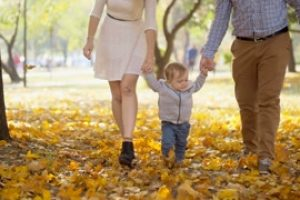 http://iapcg.com.br/wp-content/uploads/2017/09/slow-motion-footage-of-young-mother-and-father-holding-baby-son-by-hands-and-walking-at-autumn-park_rpze5fylvl_thumbnail-small12-300x200.jpg